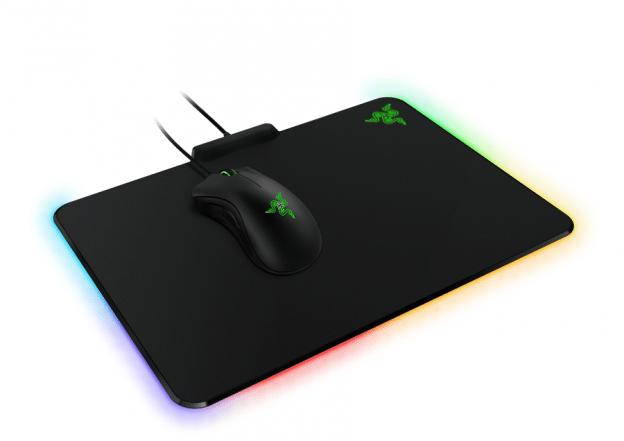Razer presenta la alfombrilla Razer Firefly, con efectos de luz personalizables