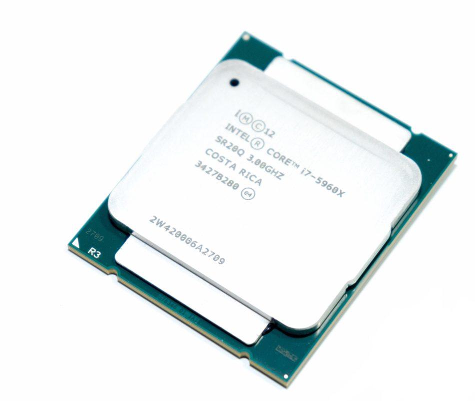 Se retrasan las CPUs de Intel y AMD hasta enero de 2017