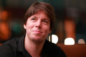 American Violinist Joshua Bell, who comes in at number two in our list of Modern Violinists