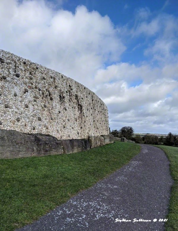 Façade - Dark & light wall at Newgrange March 2020