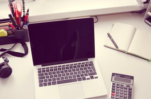 Macbook und Taschenrechner Quelle: pixabay.com