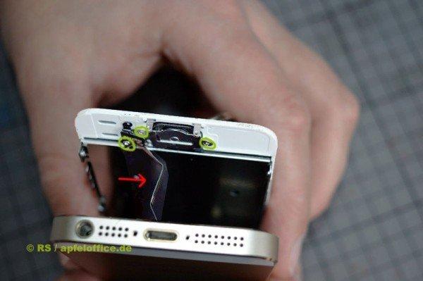 Nach dem Öffnen auf das Kabel am Home Button aufpassen, sonst reißt es ab.