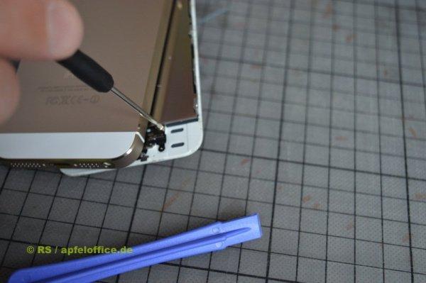 Kabelfixierung des Home Button im iPhone lösen
