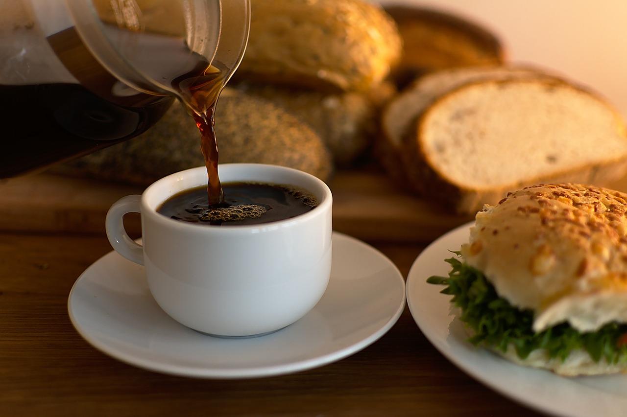 Verpflegungsmehraufwand - Bild zeigt Frühstück – Thema Buchhaltung am Mac