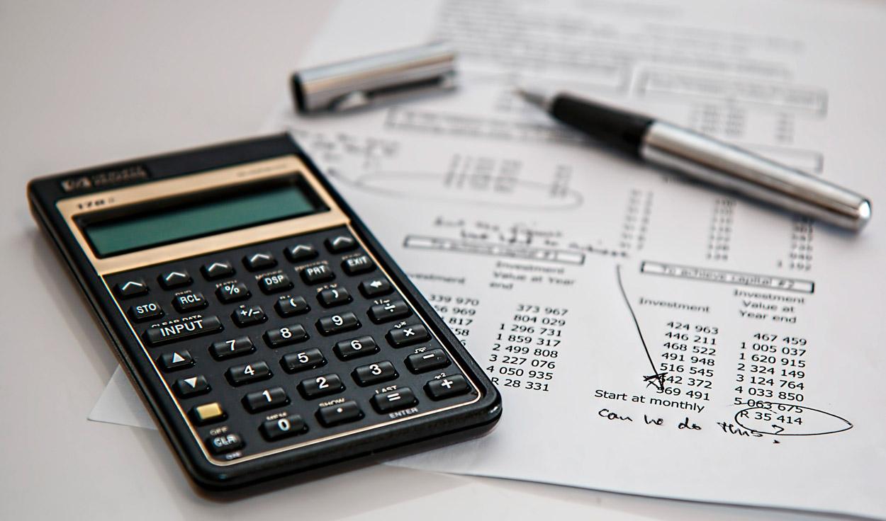 Buchführung Freiberufler - Bild zeigt Taschenrechner – Thema Buchhaltung am Mac