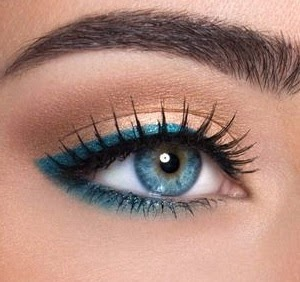raya de ojos azul combinacion con negro