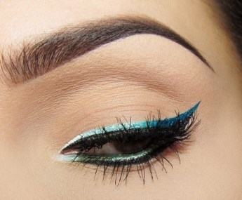 metallic-blue-eyeliner