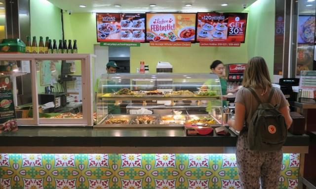 Essenstand im Food Court der SM Megamall in Manila