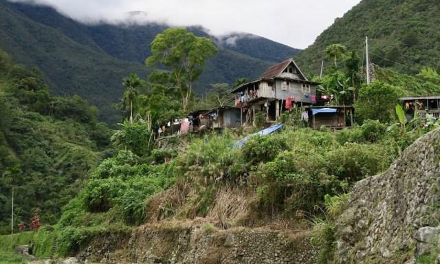 Wellblech Haus in der Bergwelt von Hapao