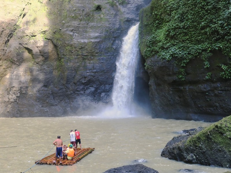 Pagsanjan Falls – Shooting the Rapids & Boodle Fight (Tag 5: Philippinen Tripreport)
