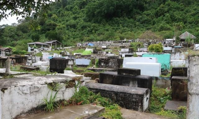 Ein philippinischer Friedhof voller steinerner Sarkophage