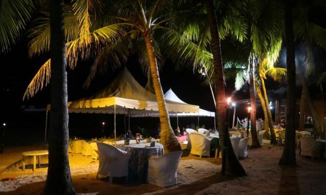 BBQ Dinner am Sunset Beach am Coco Grove Beach Resort