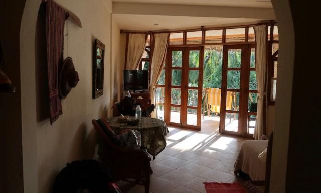 Blick Richtung Balkon des Executive Rooms im Coco Grove