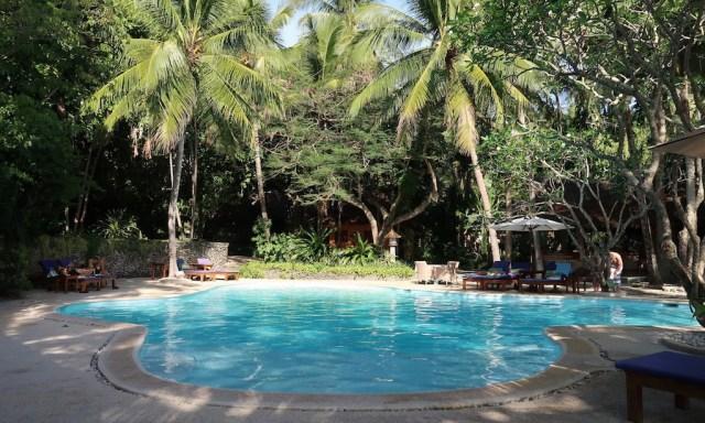 Der Beach Side Pool vom Coco Grove Beach Resort