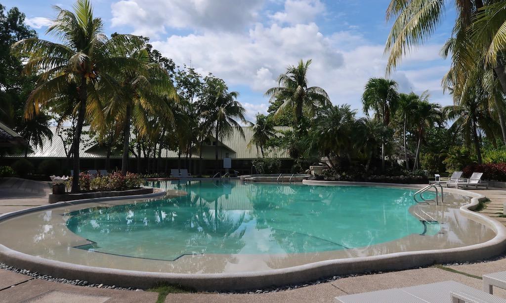 Der Pool des Sta. Monica Beach Clubs in Dumaguette