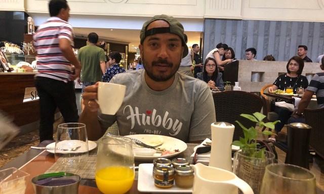 Bendja beim Frühstück im Spiral Restaurant