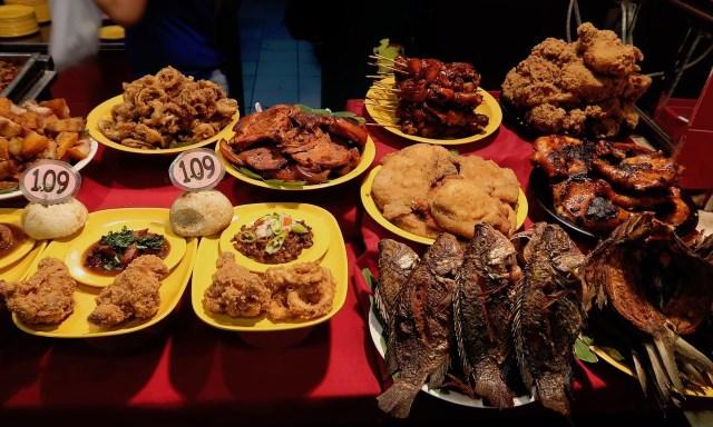 Philippinisches Food + Foodattrappen bei Mr. Pares in der Robinson Mall, Manila