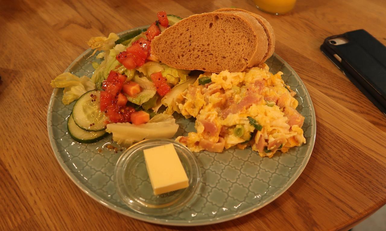 Rührei mit Salat Café Grim