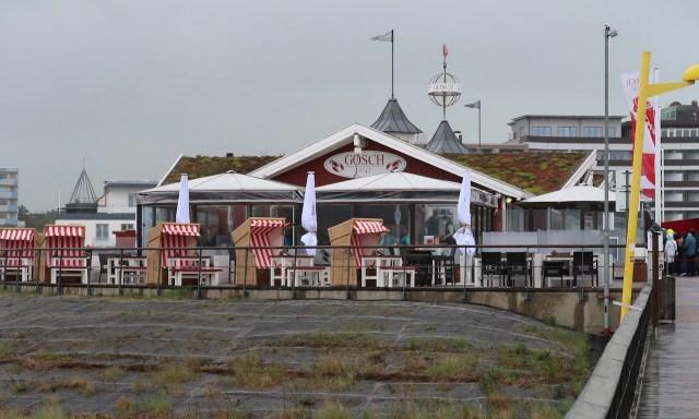 Das Gosch-Restaurant an der Seebrücke in Sankt Peter-Ording
