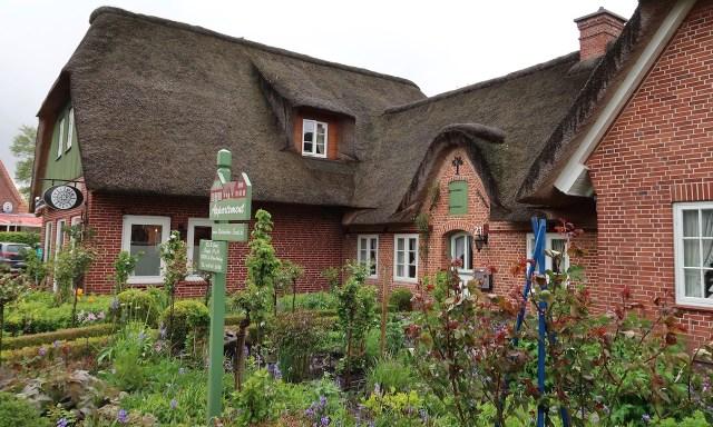 Reetdachhaus mit hübschen Vorgarten in Dorf, Sankt Peter-Ording