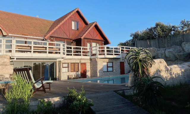 Surf Lodge South Africa in Jeffreys Bay