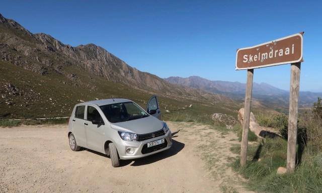 Seat steht an den swartberg Mountains im Little Karoo