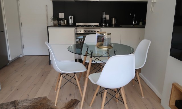 Küche im Sun-Kissed Duplex in the Heart of Sea Point