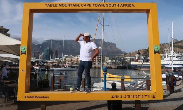 Bendja steht im Bilderrahmen für Touri-Bilder an der V & A Waterfront