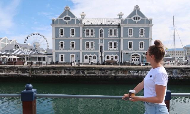 Die Maus an der Victoria & Alfred Waterfront mit Cape Wheel und Trading Point im Hintergrund