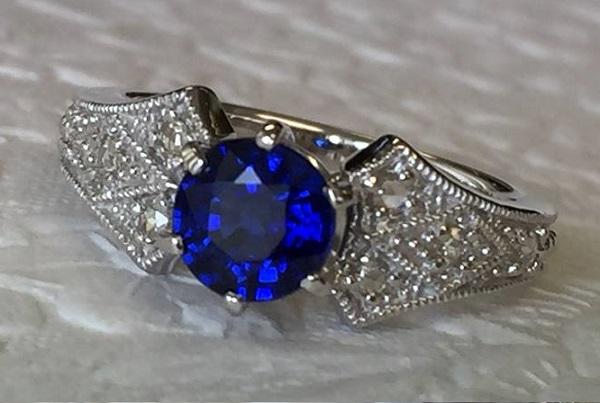 【カスタマイズ例】美しい宝石と相性の良いデザインを探し続けてベーネに出会ってくださったA様。