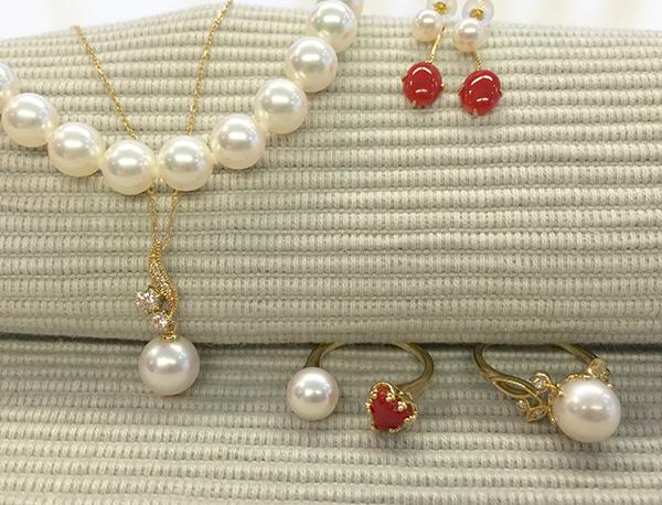 ベーネ銀座サロン品質真珠コレクション 【第1弾】 まずは<一生ものと言えるあこや真珠>を手にする。
