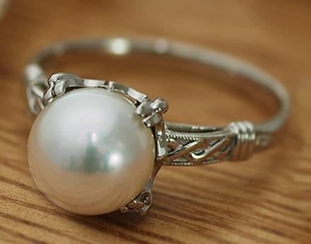 4月15日生まれのあなた。お誕生日おめでとうございます。誕生石は真円真珠,意味と誕生花、プレゼントは?