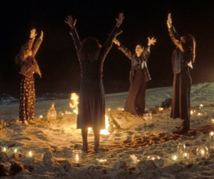 """Rotten Ritual - Photo of the four witches from the movie """"The Craft"""" in ritual circle"""