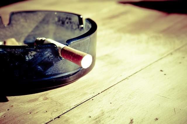 sigaretta posacenere smettere di fumare