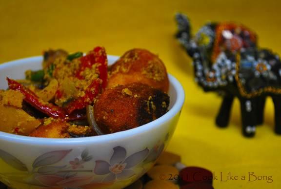 Paneer balls prepared in poppy and sesame gravy