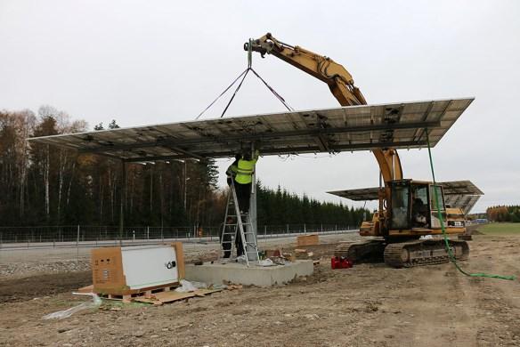 MW-solcellspark på gång någon mil öster om Västerås. 2013-10-15.