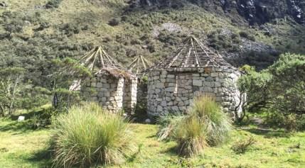 Huts on the way to Laguna 69