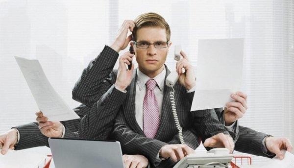 Làm việc quá sức - tăng khả năng bị giãn tĩnh mạch thừng tinh ở nam giới