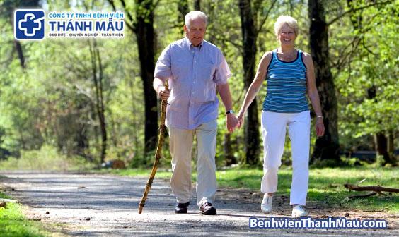 thoái hóa khớp gối có nên đi bộ không chữa thoái hóa khớp gối