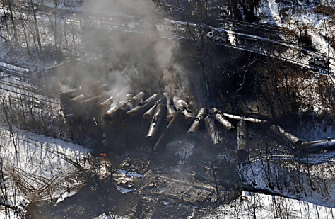 crude_oil_train_derailment_Mt.CarbonWVa02