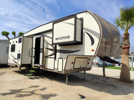 Rockwood Ultra Lite Fifth wheel for Sale On Camping almafra Campsite