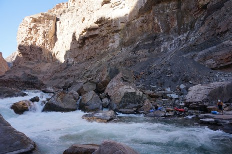 Colca - Portage around a fresh landslide