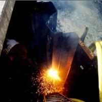 een duikbedrijf is damwand aan het branden met de thermische lans