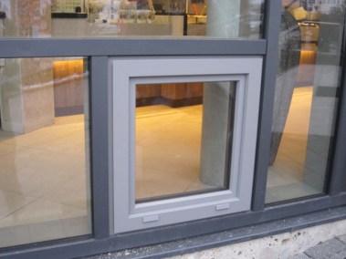 Pfosten-Riegel-Fassade mit Einsatzelement