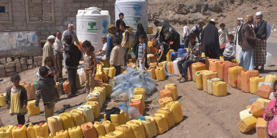 yemen sanaa water queue
