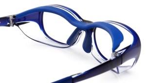 子供の目を花粉から守るメガネ