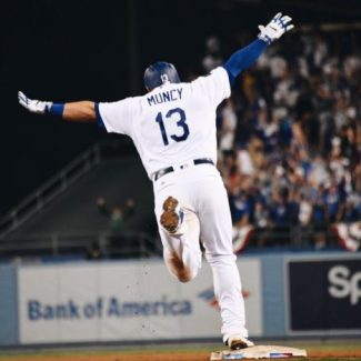 Los Angeles Dodgers beat Boston Red Sox 3-2 in the 18th inning