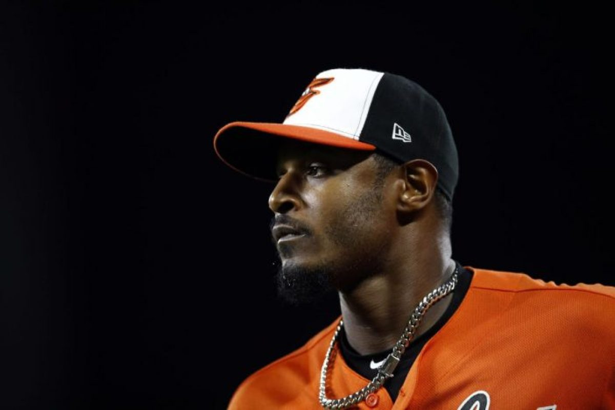 Adam Jones signs with the Arizona Diamondbacks