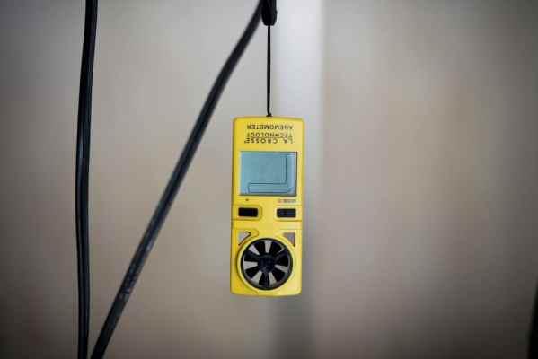 Anémomètre à hélice portable