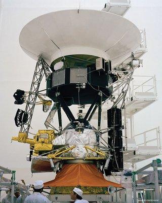 1 Voyager%20Build 18.jpg  320x400 q85 subsampling 2 - ESPAÇO: Voyager 2 chega ao Espaço interestelar